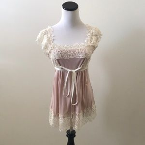 Feminine lace top with ribbon